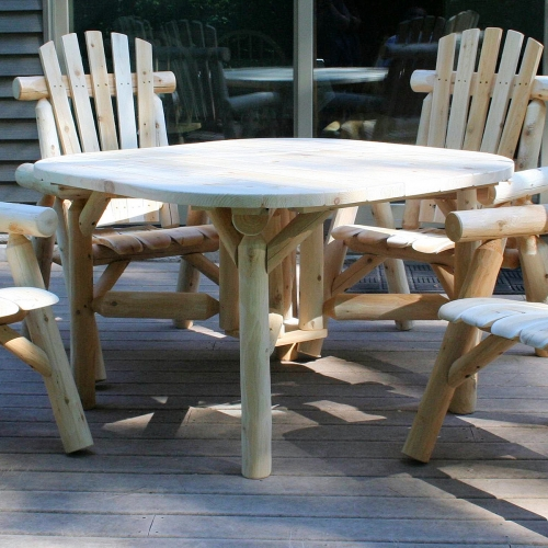 Outdoor seating on benches with roundabout table